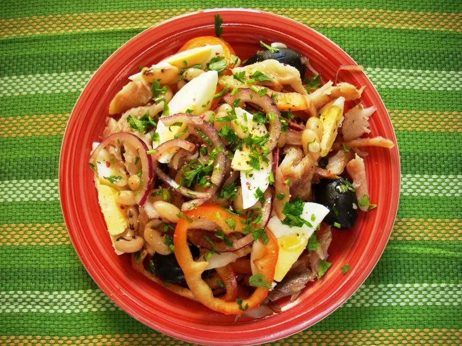 Reteta de salata de hering cu legume. Ideala pentru dezlegarea la peste