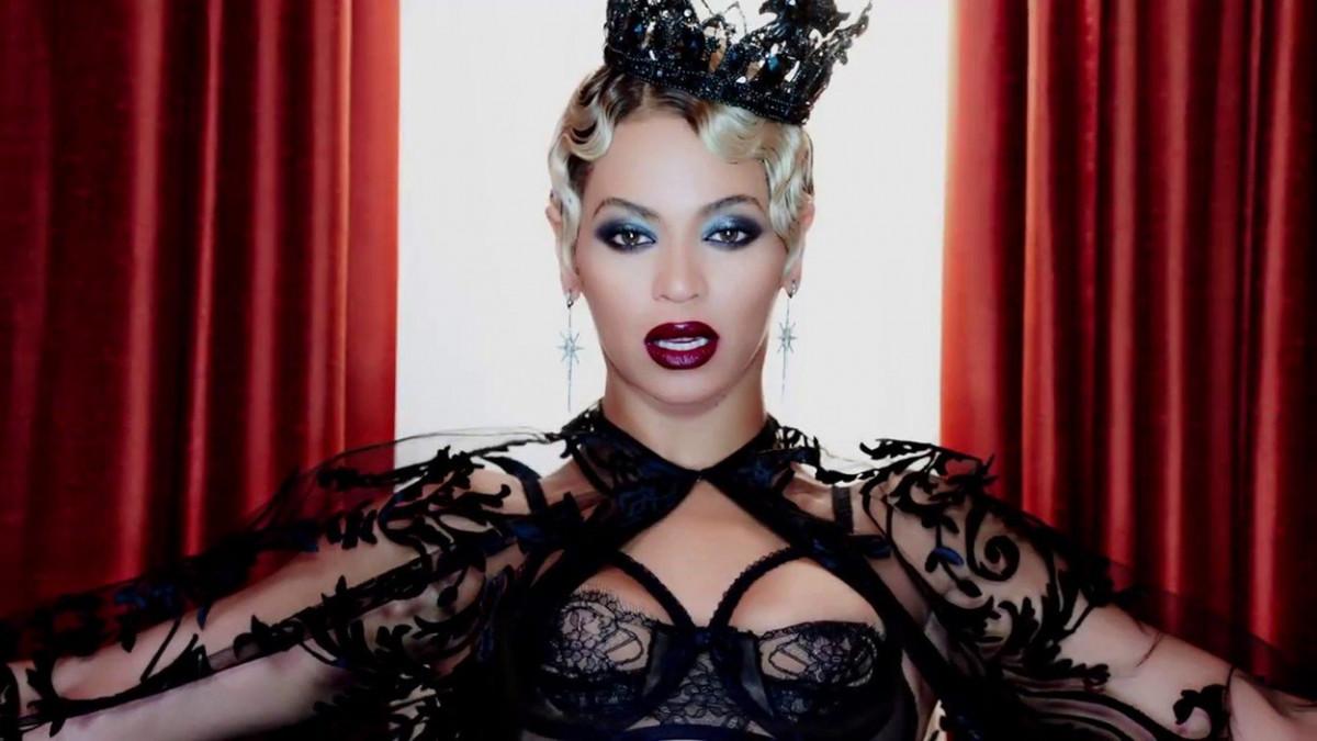 Beyonce A MURIT in anul 2000 si a fost inlocuita de o clona! Fanii au DOVADA foto socanta! Cine ar fi clonat-o pe artista, pentru bani