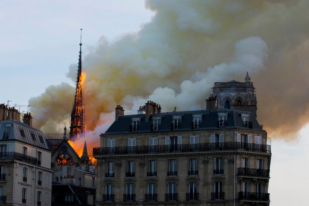 BOMBA! De ce a ars Notre-Dame! Ce se afla pe acoperisul cladirii de a fost mistuit. Imagini video din interiorul edificiului