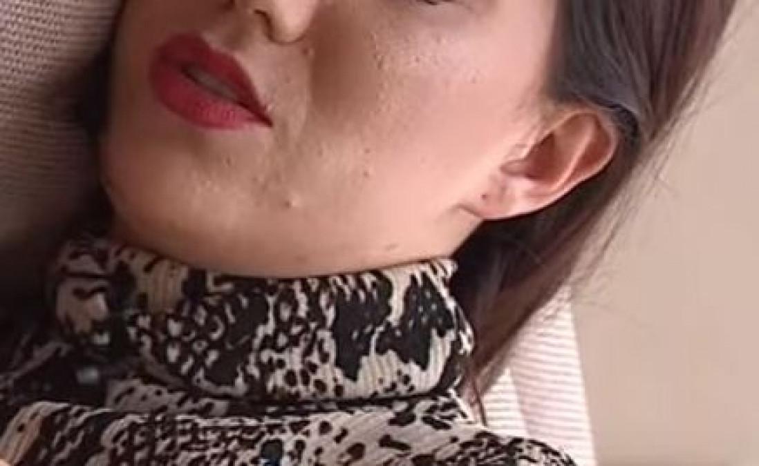 Vedeta Kanal D, plina de BUBE pe fata! Camera a surprins cele mai rusinoase cosuri de pe tenul ei. A inceput sa planga, imediat!
