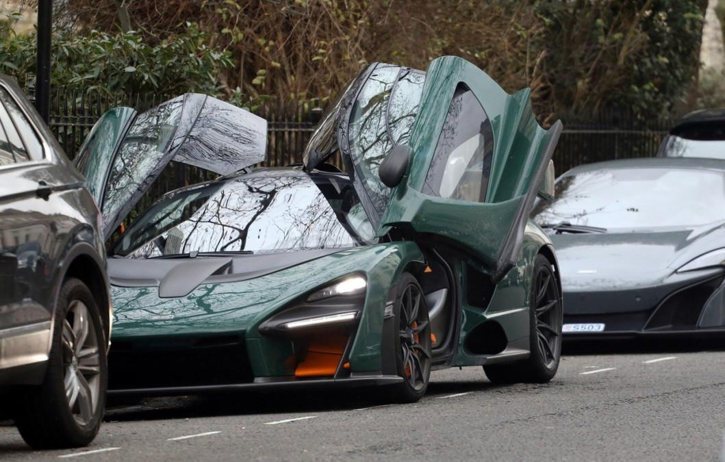Masina asta costa 1 milion de dolari. Soferul care o conduce i-a SOCAT pe pietoni. Al cui e bolidul asta scump