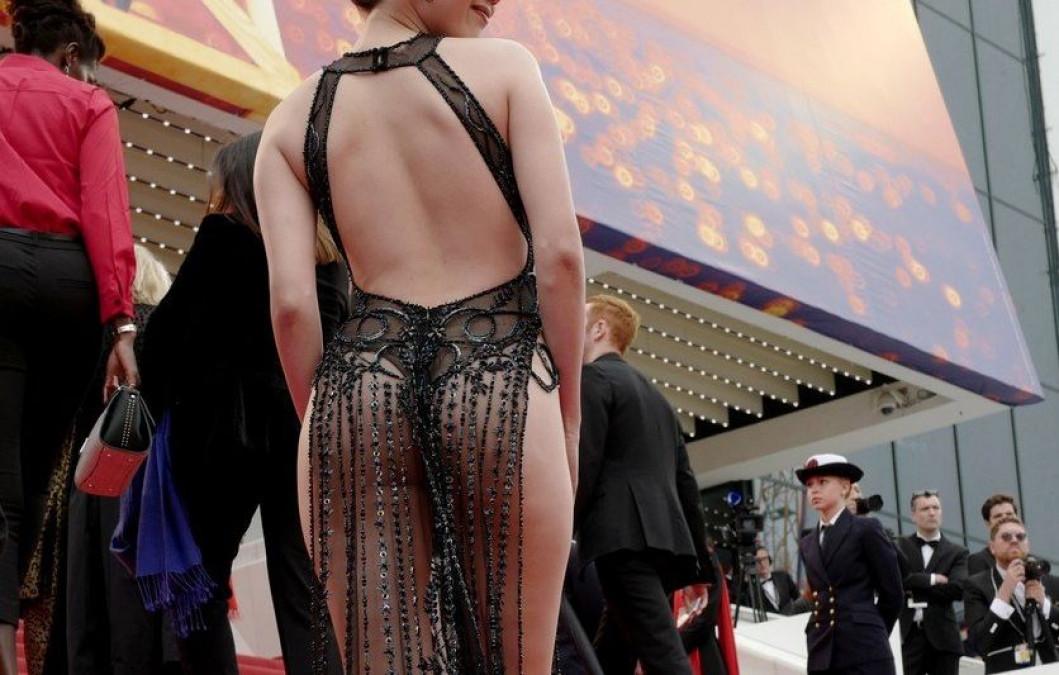 GOALA la Cannes! Vedeta asta nu are pic de rusine! Si-a pus mana la... in public!