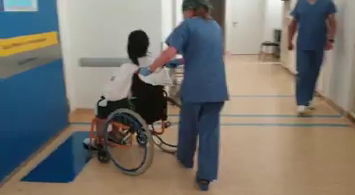 Vedeta din Romania, la un pas de MOARTE! A ajuns de urgenta la spital cu dureri cumplite. Ce i-au gasit medicii in abdomen si cum se simte acum