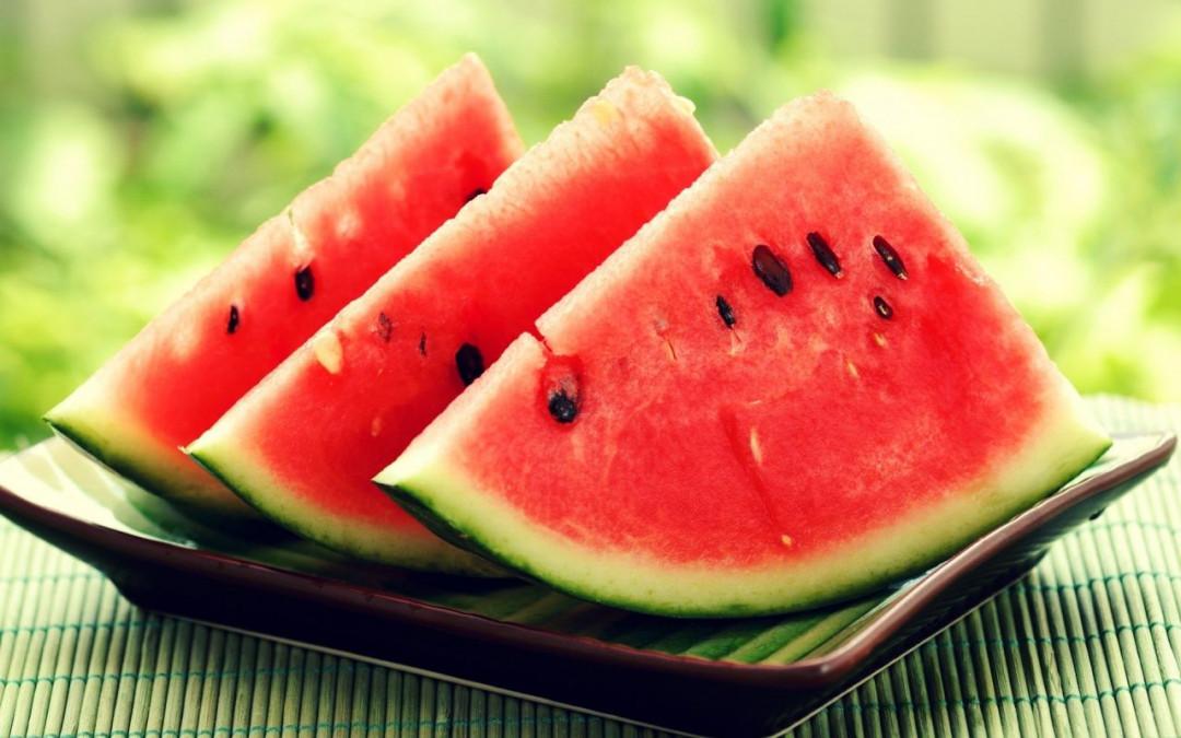 Pepenele rosu, recomandat de nutritionisti pentru a fi consumat in cantitata mare vara. Care sunt beneficiile