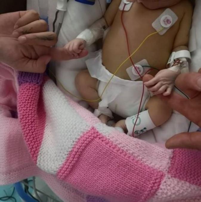 Vedeta, la un pas de SUICID dupa ce fiica ei a murit! Micuta s-a nascut prematur si a trait doar 4 saptamani