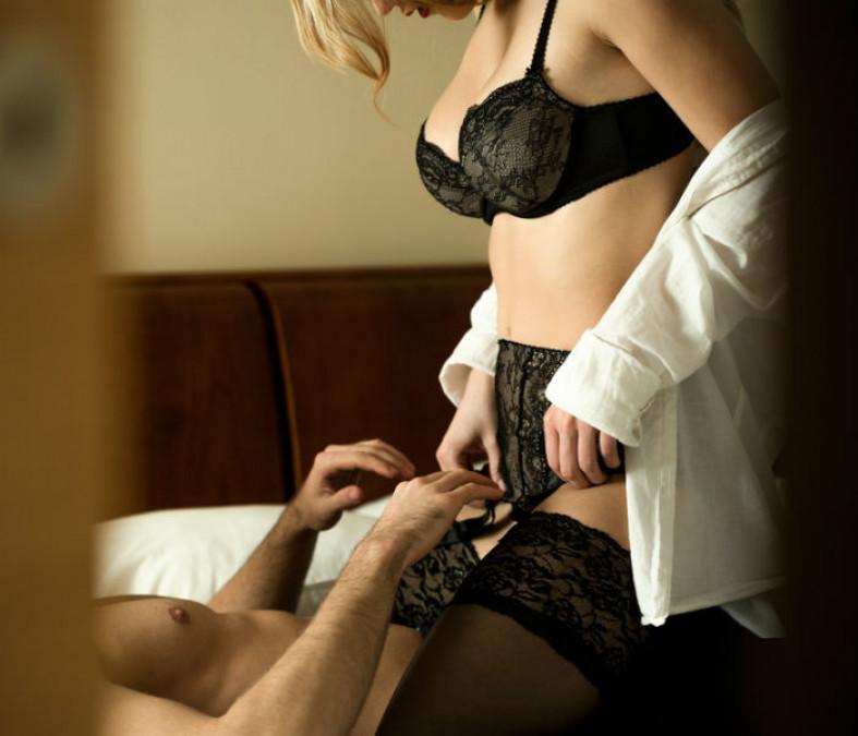 'Galeata dragostei' e pozitia AMOROASA a verii! Barbatul se simte urias, iar femeia tipa de placere!