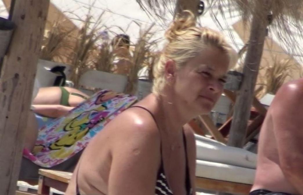 Sotia lui Horia Brenciu, UMILITA pentru ca e grasa! Fanii, revoltati de trupul ei in costum de baie FOTO