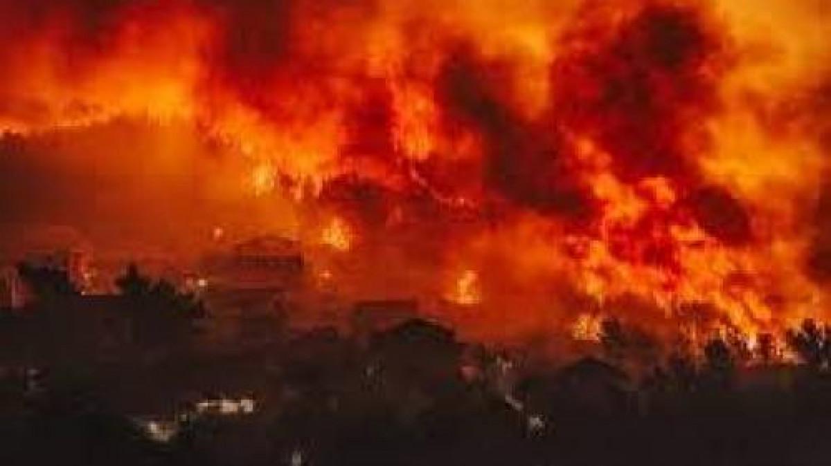 Clipe de groaza pentru turistii romani din Grecia! Arde toata insula iar oamenii nu stiu unde sa mai fuga. Este inspaimantator!